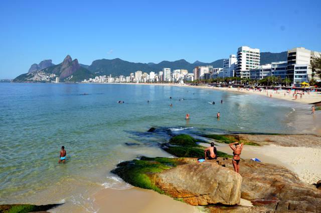 Arpoador_brasil_agarrandomaletas