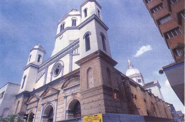 catedral_de_nuestra_senora_de_la_pobreza_de_pereira_agarrandomaletas
