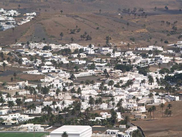 Haria de Lanzarote_agarrandomaletas