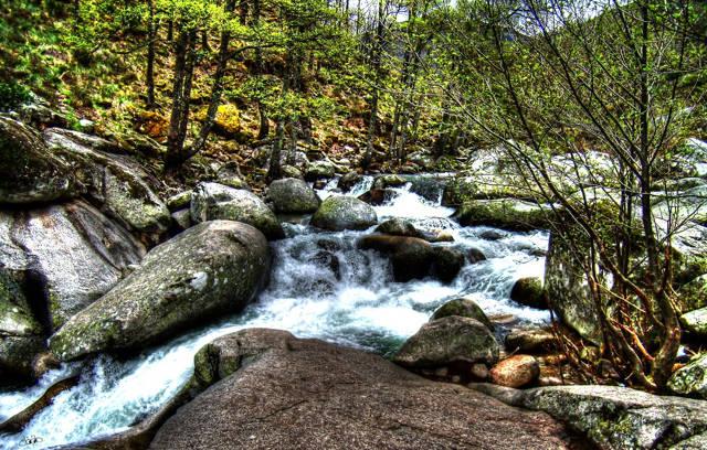 Las aguas cristalinas del Rio Jerte_agarrandomaletas