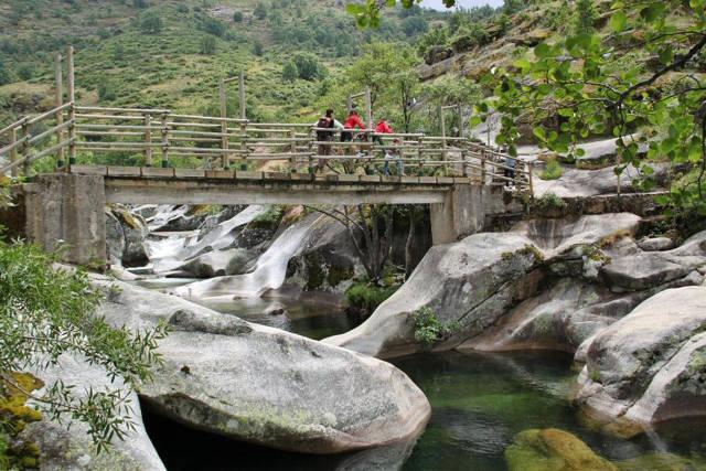 Los Pilones en la Garganta de los Infiernos del Valle del Jerte_agarrandomaletas