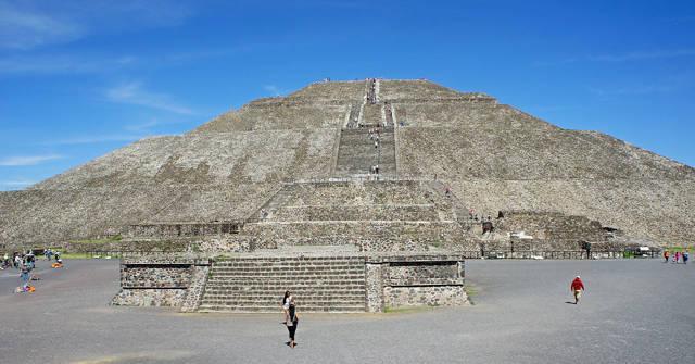 Sun_Pyramid_mexico_agarrandomaletas
