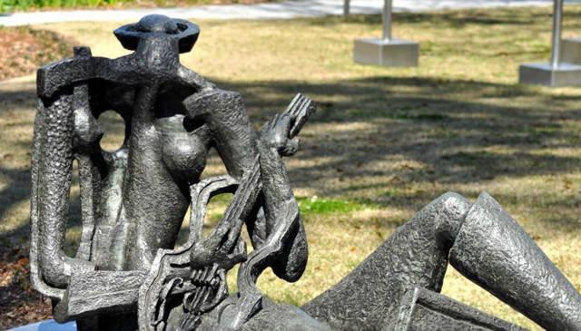 The Sydney and Walda Besthoff Sculpture Garden at NOMA