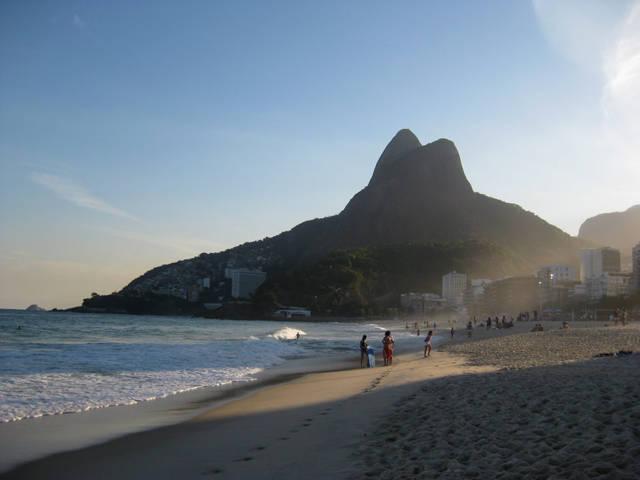 leblon-beach_brasil_agarrandomaletas