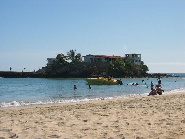playa-caracolito_agarrandomaletas